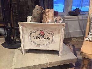 Jolie boîte à journaux ancienne en bois shabby chic