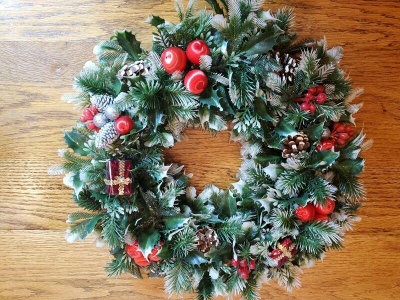"Vintage Plastic Christmas Wreath Holly Presents Berries 16"" Pine Cones Glitter"