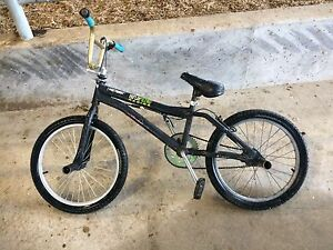 Mongoose bmx bike with 4 pegs