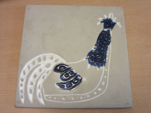 """Mid Century Bennington, VT #1534 Pottery wall Trivit with Rooster 7.75"""""""