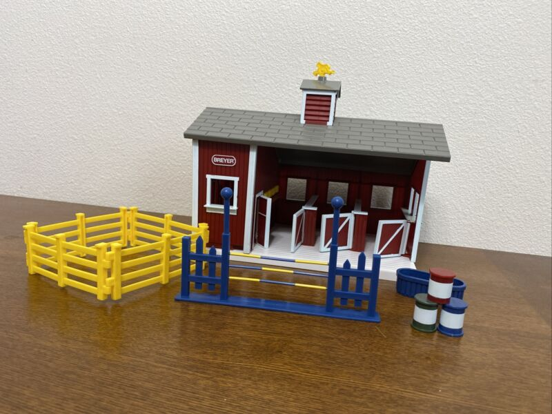 Breyer Horse Stablemates Red Stable Barn