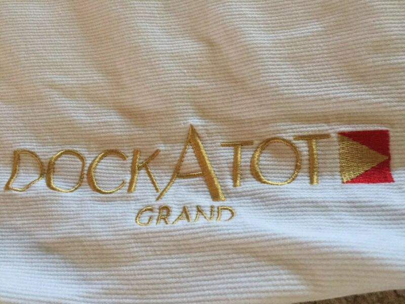DockATot Grand white COVER EUC