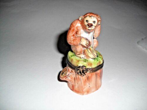 Peint Main Limoges Trinket Box- Monkey On A Tree Stump
