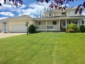 Beautiful home on 1/2 acre lot in Sturgeon County