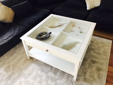 Beautiful coffee table - excellent condition!