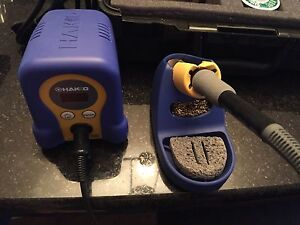Hakko sauldering station and custom carrying case