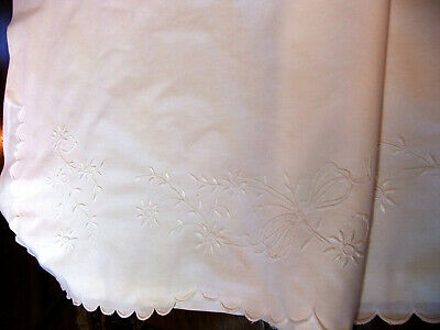 Sheet Scalloped 190 x 265 - Embroidered Flowers Daisies