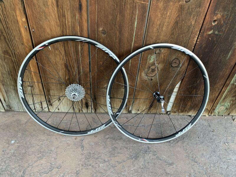 Zipp course 30 tubeless wheelset with less than 50 miles.