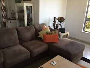 Lounge and Cushions revere Chaise