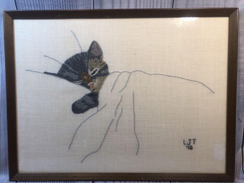 """VTG 1978 """"Chessie"""" Cat Kitten Linen Crewel Embroidery Wood Frame 16""""x12"""""""