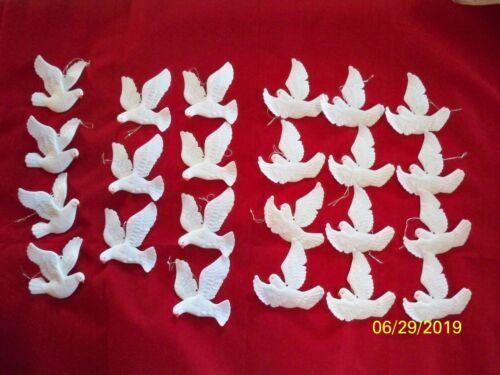 23 VINTAGE PLASTIC FLYING WHITE DOVE BIRD CHRISTMAS ORNAMENT LOT