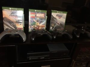 Xbox one with 4 games and 2 controllers - with Kinect