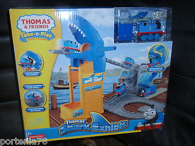Thomas Take N play Playset  SHARK EXHIBIT](Minnie Y Mickey Halloween)