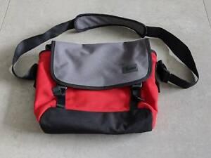 Crumpler bag red & graphite 'The Skivvy - M'