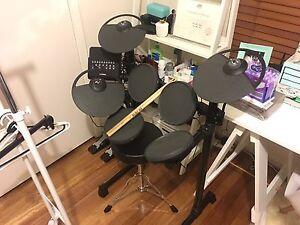 Electronic drum kit Yamaha DTX400K Clayton South Kingston Area Preview