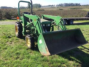 John Deere Tractor 650 4x4 with loader