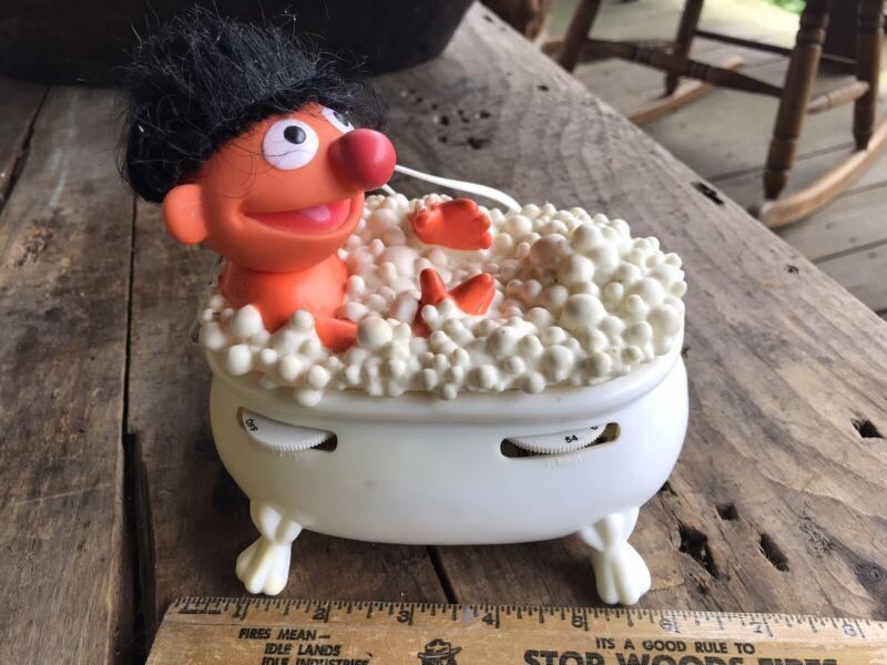 Vintage Sesame Street Ernie In Tub Radio