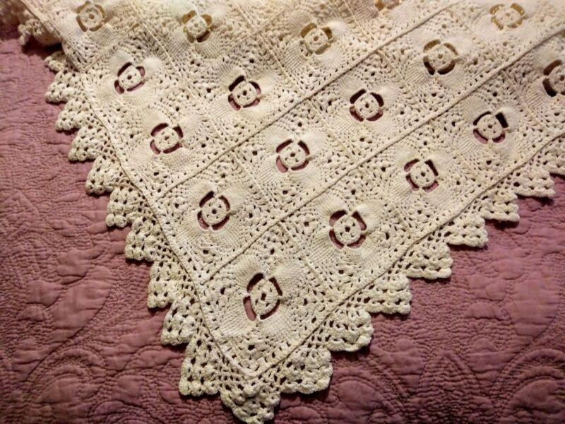"Gorgeous Irish Fine Crochet Lace Pinwheel Design Bedspread 86""x78"""