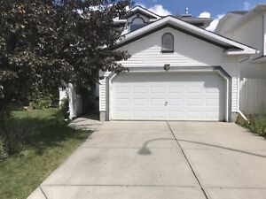 Beautiful house for rent in Shawnessy - sept 1