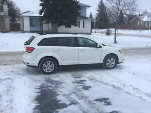 LOW kms SUV w REMOTE START & WINTER TIRES !