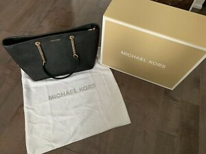 *NEW* Michael Kors Leather Saffiano Tote - MK Collection Model