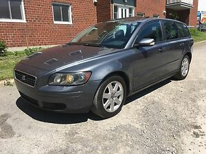 2005 VOLVO V50 2.4 AUTOMATIQUE TOIT CUIR
