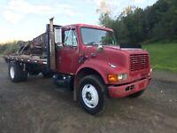 2000 International 4900 Flatbed/ Dump Truck. See description