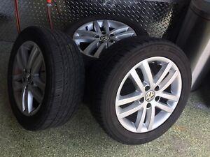 4 jantes Volkswagen et 4 pneus Toyo Extensa A/S  205/55 R16 91H