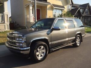 1999 Chevy Tahoe - 215,000kms - Leather - $7500