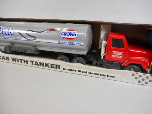 NEW ERTL INTERNATIONAL CROWN CAB WITH TANKER STEEL CONSTRUCTION 19 INCHES LONG