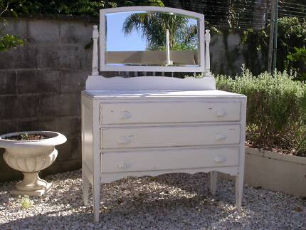 SHABBY CHIC DRESSER WITH MIRROR Hollywell Gold Coast North Preview