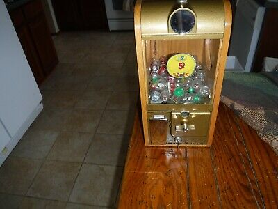 Victor Super V gumball machine 5 cent with keys