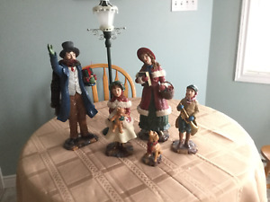 Vintage Style Christmas Carolers with Lighted Lamppost