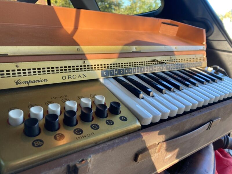 Vintage 1950s Orcoa Companion Portable Reed Organ Model-211 Made in Italy WORKS