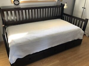 Wooden Trundle bed w Mattresses