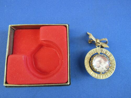 APOLLO 11 VINTAGE BROOCH NEW IN BOX ARMSTRONG, ALDRIN AND COLLINS
