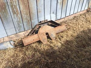 Fifth wheel plate and over wheel well rails