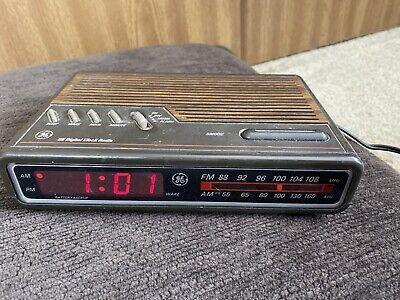 Vintage GE General Electric Digital Alarm Clock Radio AM FM Woodgrain # 7-4612A