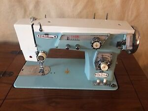 De Luxe Stradivaro Japanese Sewing Machine
