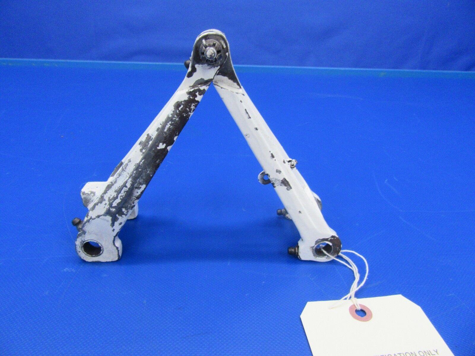 Beech Baron D55 Upper & Lower Knee Main Gear P/N 45-815011-8 (1017-131)