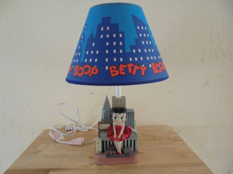 Vintage Betty Boop New York Skyline Lamp