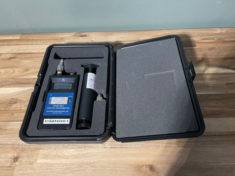 Omega HHP-201 Digital Manometer w/ Calibration Kit Lightly Used