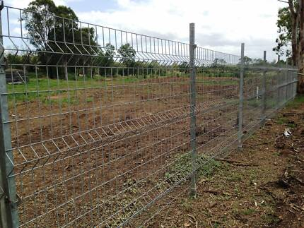 Galvanised Mesh Fence, Security Fence, Temporary fence & Dog runs