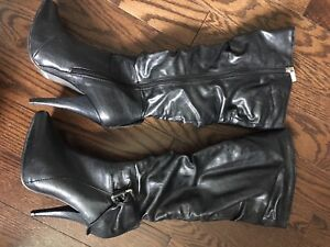 WOMENS BLACK LEATHER BOOTS/HEELS!