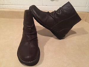 Women's Clarks Leather Boots Size 7.5
