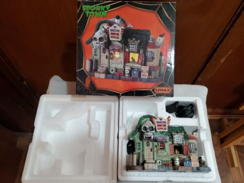 Lemax Spooky Town Monster Hunting Supplies 2018 Retired 85311 FREE SHIPPING!!!