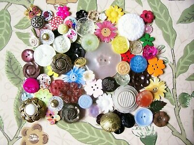 A lot of 75 vintage/modern flower buttons for crafting / jewellery etc