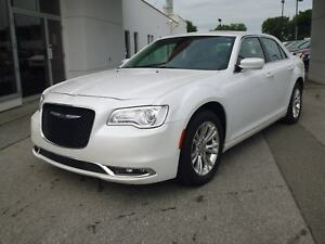 2016 Chrysler 300 LIMITED MAGS TOIT PANO CUIR NAVI EN ATTENTE D'