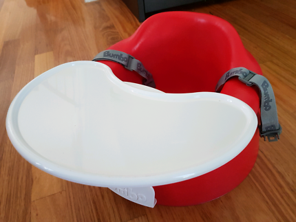 Bumbo seat with seat belt and tray