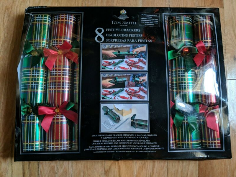 Tom Smith - 8 Festive Crackers With Surprise Gifts NIB Christmas Green/Red Plaid